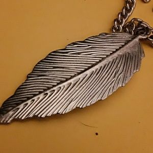 Vibtage silvertone pink white enamel feather penda